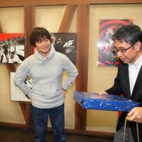 Sony Japón Celebra el 20 Aniversario de Persona y Obsequia Peculiar Regalo a Katsura Hashino
