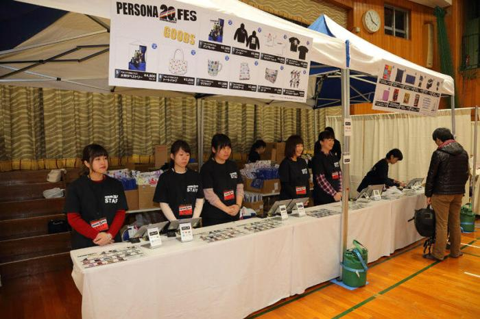 persona-fes-shopping